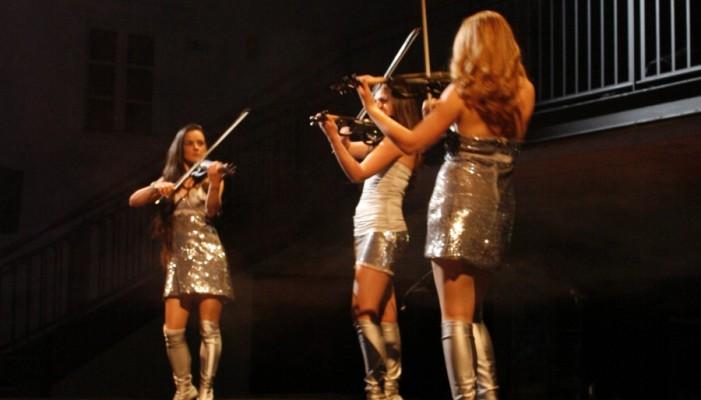 trio de violonistes électriques lancement de produit